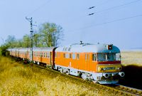 Az MDmot 3001 1986. október 14-én Bátaszékről érkezvén Pusztaszabolcs határában halad Rail Train, Automobile, Vehicles, Fancy, Europe, Trains, Car, Autos, Cars