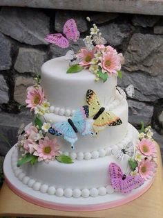 Butterfly Wedding Cake love love love this! Yellow for the base, and keep the rest similar Butterfly Wedding Cake, Butterfly Cakes, Butterfly Birthday, Cake With Butterflies, Butterfly Design, Cute Cakes, Pretty Cakes, Rustic Wedding Cake Toppers, Wedding Cakes
