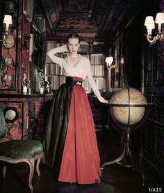 Christian Dior Designer, Christian Dior Vintage, Vintage Glamour, Vintage Beauty, 1950s Fashion, Vintage Fashion, Women's Fashion, Vintage Style, Fashion Jewellery