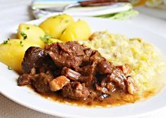 Hovězí dušené na pivu My Favorite Food, Favorite Recipes, Foodies, Cooking Recipes, Beef, Recipes, Meat, Cooker Recipes