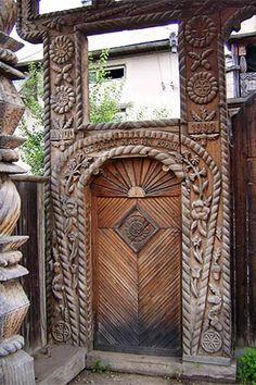 Intricately Carved Wooden Door in Maramureș, Romania Grand Entrance, Entrance Doors, Doorway, Knobs And Knockers, Door Knobs, Door Handles, Cool Doors, Unique Doors, Portal