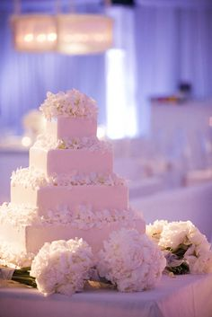 cake with white peonies