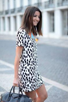 Street style: dalmatian print short dress with blue bag