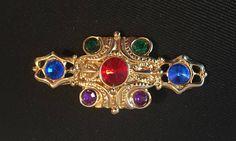 Medieval Jewels Brooch Red Blue Green Purple Glass #vintagejewelry #vintagebrooch #medievelbrooch #rhinestonebrooch #eetsygift #vogueteam