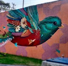 Hermosa golondrina a full color realizada por Alegria del Prado en mural de la Ciudad de México