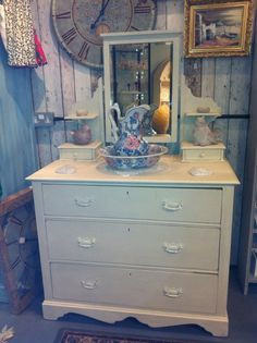 Autentico Bath Stone was used on this dressing table