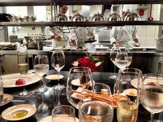 Durante a semana de moda do Rio tive uma das experiências mais bacanas desde que comecei a escrever o blog. Fui jantar com mais 4 amigas na Mesa do Chef do Cipriani. Não tenho palavras para descrever a delícia que é ver o chef cozinhando tudo (mas tudo mesmo!) ali na sua frente e principalmente, …