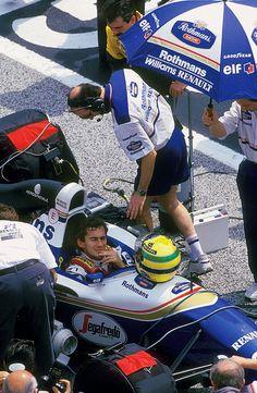 Dia triste... Morre o piloto de F1, Ayrton Senna, em acidente durante a corrida de San Marino em 1994. Um grande Brasileiro.