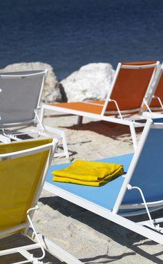 transats et serviettes à la Mama beach de Marseille