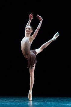 Sarah Lamb in Twyla Tharp's The Illustrated 'Farewell'. © Foteini Christofilopoulou, courtesy the Royal Opera House