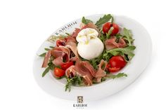 Burratina with prosciutto Prosciutto, Delicious Food, Cobb Salad, Recipes, Yummy Food