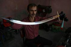 Katana Swords, Knives And Swords, Trauma, League Of Extraordinary Gentlemen, Medieval Armor, Arrows, My World, Weapons, Ottoman