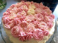 När David fyllde 35 överraskade jag honom med en fest hemma, och bakade då dessa väldigt härliga tårtor. Frisk passionscur d , hallon och s...