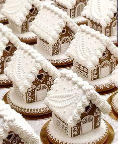 Cool Gingerbread Houses, Gingerbread House Designs, Christmas Gingerbread House, Christmas Sweets, Christmas Goodies, Gingerbread Cookies, Christmas Fun, Xmas, Italian Christmas