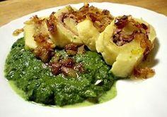 Z den předem uvařených brambor, solamylu, dětské krupičky, mléka a vejce vypracované bramborové těsto, to naplněné anglickou slaninou a zelím, uvařené ve formě rolády na páře. Na plátky pokrájěná roláda servírovaná spolu s podušeným špenátem, přelitá sádlem s orestovanou cibulkou.
