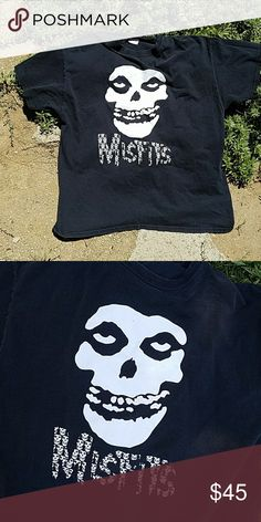 Misfits tshirt Misfits tshirt . Fun classic misfits great for casual wear  with shorts and high tops .. Shirts Tees - Short Sleeve
