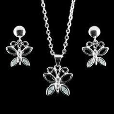 Brincos e pingente em formato de borboleta, com pedras de zircônia preta e branca.