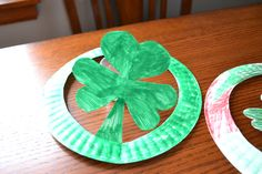 St Patrick Day Hats, cut out of a paper plate and then colored