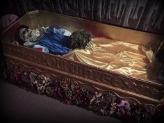 Glass coffee table repurposed as Snow White's coffin on Halloween Forum