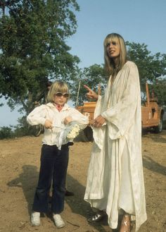 Anita Pallenberg http://www.vogue.fr/mariage/inspirations/diaporama/les-robes-de-marie-anne-1970-seventies/19060/carrousel#anita-pallenberg-saint-tropez-en-juillet-1970