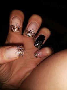 nails black and glitter