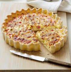The best Quiche recipes - from classic quiche Lorraine to our delicious Leek and camembert quiche recipe, we've got the right quiche recipes for you Quiches, Best Quiche Recipes, Savoury Recipes, Bacon Egg Bake, Easy Quiche, Brunch, Breakfast Quiche, Good Food, Yummy Food