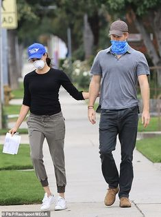Meghan Markle and Prince Harry hit streets of Los Angeles once again The couple were seen linking arms and holding hands as they continued their charity volunteering work in Los Angeles amid the coronavirus crisis.