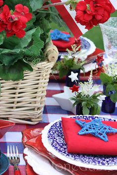 4th of July table setting.  Other great ideas on the Tip Junkie site,