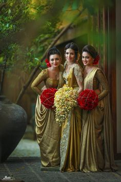 Indian Bridal Saree Look You Have To Steal – Designers Outfits Collection Bridesmaid Saree, Indian Bridesmaids, Wedding Bridesmaid Dresses, Bridal Dresses, Sri Lankan Wedding Saree, Saree Wedding, Wedding Gowns, Sri Lankan Bride, Indian Wedding Outfits