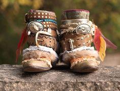 70 ideas boho cowboy boats outfit for 2019 Hippie Boots, Boho Boots, Vintage Fur, Upcycled Vintage, Vintage Boots, Botas Boho, Pink Elephants On Parade, Shoe Art, Art Shoes
