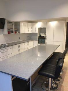 This stunning Grigio Medio Stella is featured in this kitchen on the breakfast bar/ island. The perfect place to sit and eat. Kitchen Worktop, Kitchen Island, Kitchen Cabinets, Quartz Rock, Granite Colors, Breakfast Bars, Perfect Place, Worktop Ideas, New Homes