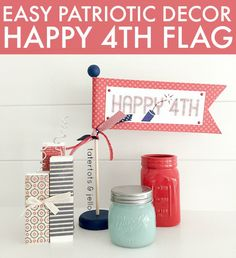 Easy Patriotic Decor: Happy 4th Flag with FREE Printables! -- Tatertots and Jello
