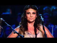 Otra canción para enamorarse, más en esta versión :') -   Hoy Me Voy (Acoustic Live) Juanes y Paula Fernandes