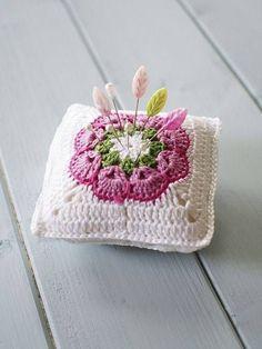 Captivating Crochet a Bodycon Dress Top Ideas. Dazzling Crochet a Bodycon Dress Top Ideas. Crochet Home, Crochet Gifts, Cute Crochet, Beautiful Crochet, Crochet Squares, Crochet Motif, Crochet Designs, Crochet Patterns, Crochet Pincushion