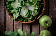 Σαλάτα με νεαρό σπανάκι , βαλεριάνα και ξυνόμηλο Apple, Fruit, Cooking, Food, Cucina, Kochen, Essen, Cuisine, Yemek