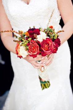 Love this combination of flowers and colors. Photo by Jeanine #minneapolisweddingflorists #weddingflowers