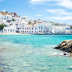 Can I just move to #Mykonos please escaping #londonlife and getting into the sun is magical. . . Calmer happier and relaxed! #fitness #mykonos #londonfitness #retreats #fitnessretreats #pilates #barre