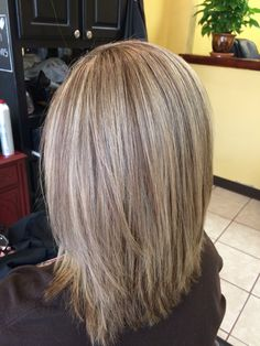Medium length hair with hilights and lowlights