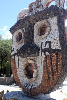 Amaicha del Valle, Tucumán, Argentina. Places Around The World, Around The Worlds, Sculptures, Lion Sculpture, Interesting Buildings, Galapagos Islands, My Land, Country, Art And Architecture