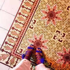 Kenneth Cole dijo: Una mujer promedio se enamora siete veces al año. Sólo seis son de zapatos.  Noches de cartagena con estas bellezas de @danielalcarazshoes  son lo maximo! #madeincolombia #danielalcarazshoes #cartagena