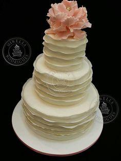 Classic peony cake by Mirella Rodrigues