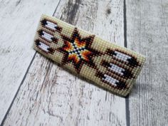 Beige Star & Feathers Native American Style Beaded Barrette | Beadwork Hair Clip #Handmade #NativeInspired Beading Projects, Beading Tutorials, Beading Patterns, Beading Ideas, Seed Bead Earrings, Beaded Earrings, Beaded Bracelets, Beaded Belts, Seed Beads