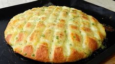 Hello everyone, today baking is very easy yet delicious garlic scallion mozzarella bread. Apologize for forgetting to mention the garlic in the video text. Easy Cheese, Cheese Bread, Mozzarella Bread Recipe, How To Make Bread, Food To Make, Bread Recipes, Baking Recipes, Homemade Garlic Butter, Pan Relleno