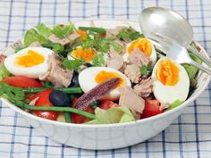 Nicoise salad – Recipe – World Food Nicoise Salad, Cobb Salad, French Food, Boiled Eggs, Vinaigrette, Lettuce, Green Beans, Buffet, Salads