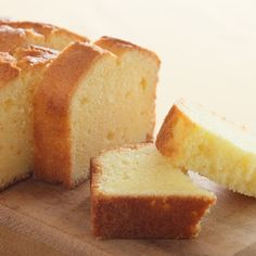 almond flour, wheat flour, butter, sugar- Almond Pound Cake- anti-cancer recipes- cook for your life Almond Pound Cakes, Sour Cream Pound Cake, Pound Cake Recipes, Food Cakes, Healthy Desserts, Dessert Recipes, Baking Recipes, Plain Cake, Ice Cream Toppings
