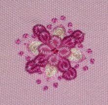 刺繍入りハート型マカロン|【かんたん刺繍教室】たった6つのステッチだけでらくらく刺繍上達ブログ
