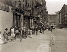 28th Street, looking east from Second Avenue. New York, 1931. Source: The Atlantic