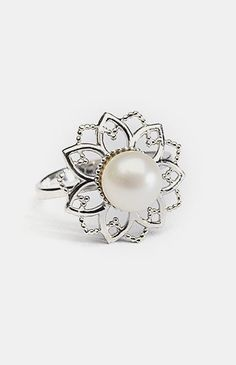 White Pearl & Cubic Zirconia Flower Cutout Ring