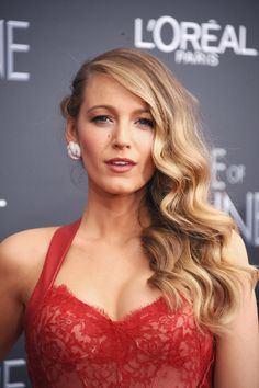 Blake Lively only uses this *one* tool to create all her iconic hair looks!