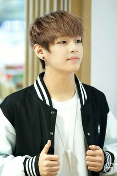 BTS V - Kim Taehyung. love his poker face. and blank face.